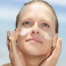 Urea, Vitamine und Ceramide erhöhen Hautfeuchtigkeit