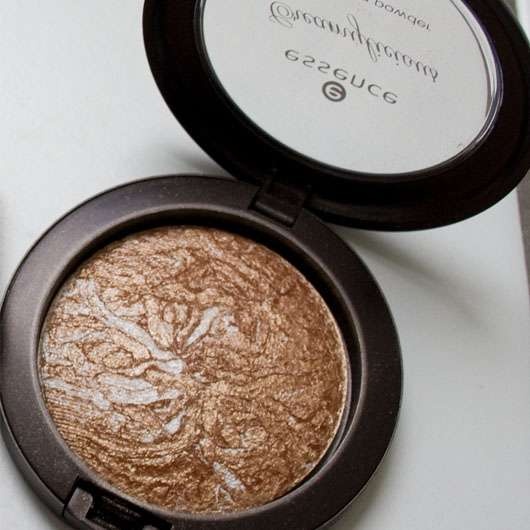 essence Creamylicious bronzing powder (chocolate shake)