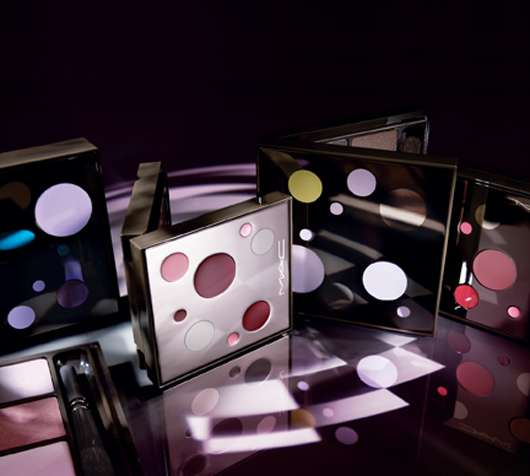 M·A·C Cosmetics MAGIC MIRTH AND MISCHIEF - lip, eye anf face kits, Quelle: Estée Lauder Companies GmbH / M·A·C Division