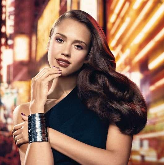 Jessica Alba präsentiert den Passion Fusion Winterlook von Revlon®, Quelle:  Nobilis Beauty Group