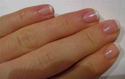 Fingernägel lackiert mit den Produkten aus dem p2 miss french Manicure Set