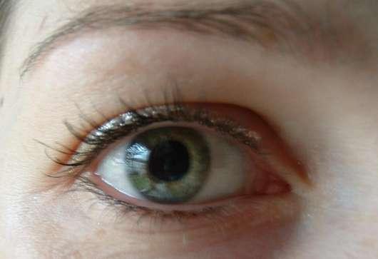 Artdeco Glam Stars Liquid Eye Liner, Farbe 5637.2 (Silber) - auf dem Auge aufgetragen