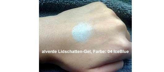 alverde Lidschatten-Gel, Farbe: 04 IceBlue -auf dem Handrücken aufgetragen