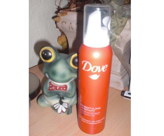 <strong>Dove Haarpflege</strong> Hitzestyling Therapy Volumenschaum