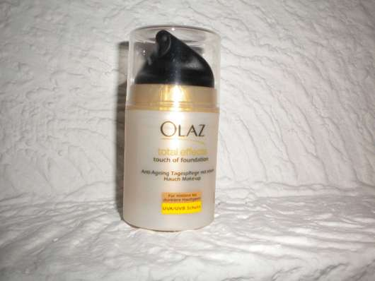 <strong>Olaz Total Effects</strong> Touch of Foundation Anti-Ageing-Pflege (für mittlerer bis dunklere Hauttypen)