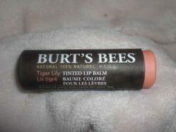 Produktbild zu Burt's Bees Tinted Lip Balm – Farbe: Tiger Lily