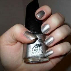 Produktbild zu MANHATTAN Loves Liquid Metals Nail Polish – Farbe: 101Z Metalix (LE)