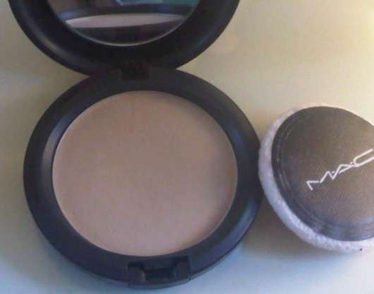 M.A.C. Blot Powder Pressed, Farbe: Medium Dark