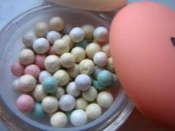 Produktbild zu p2 cosmetics spring please! correcting + illuminating powder pearls (LE)
