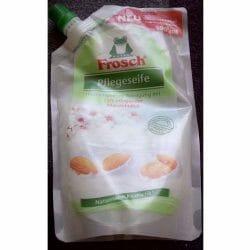 Produktbild zu Frosch Pflegeseife mit zart-pflegender Mandelmilch