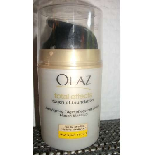 <strong>Olaz Total Effects</strong> Touch Of Foundation Anti-Ageing-Pflege (für hellere bis mittlere Hauttypen)