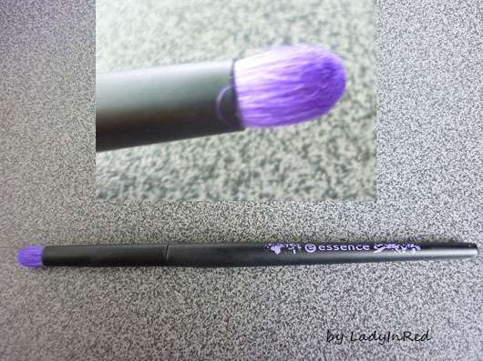 essence smokey eyes brush