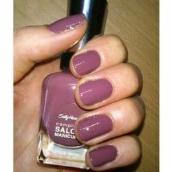 Produktbild zu Sally Hansen Complete Salon Manicure Nagellack – Farbe: Plums The Word