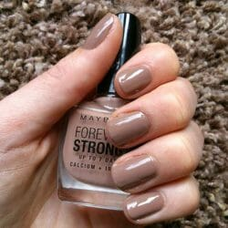 Produktbild zu Maybelline New York Forever Strong Professional Nagellack – Farbe: 778 Rosy Sand