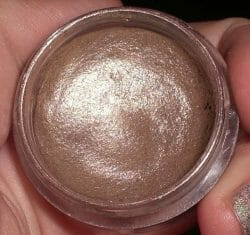 Produktbild zu essence stay all day long lasting eyeshadow – Farbe: 02 glammy goes to…