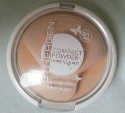 Produktbild zu Synergen Compact Powder für unreine Haut – Farbe: 01 One