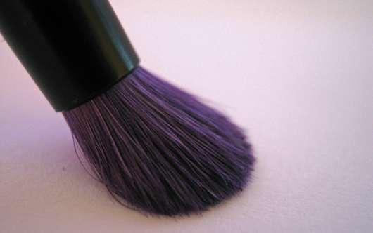 essence smokey eyes brush