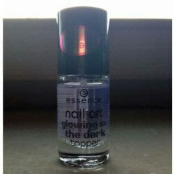 Produktbild zu essence nail art glowing in the dark topper