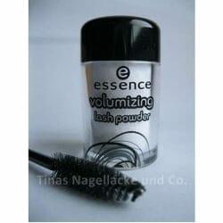 Produktbild zu essence volumizing lash powder (zweckentfremdet für velvet nails)