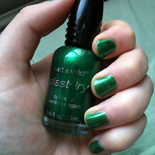 wet n wild fast dry nail color, Farbe: E226C SaGreena The Teenage Witch