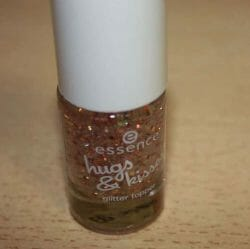 Produktbild zu essence hugs & kisses glitter topper – Farbe: 01 more than words (LE)