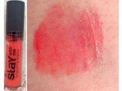 Produktbild zu essence stay with me longlasting lipgloss – Farbe: 03 candy bar
