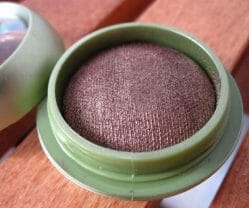 Produktbild zu alverde Naturkosmetik Gebackener Lidschatten – Farbe: 08 Golden Chestnut