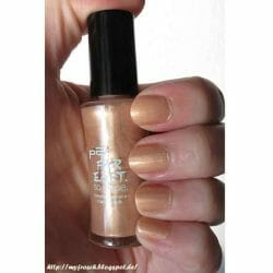Produktbild zu p2 cosmetics far east so close timeless grace nail polish – Farbe: 010 golden amber (LE)