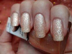 Produktbild zu Misslyn Velvet Diamond Nail Polish – Farbe: 56 honey-sweet (LE)