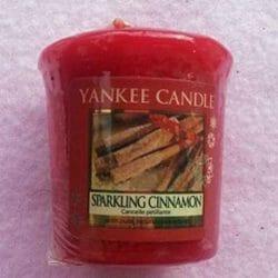 Produktbild zu Yankee Candle Sparkling Cinnamon Duftkerze