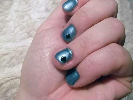 <strong>essence nail art</strong> dark romance - nail art decoration kit (LE)