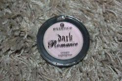 Produktbild zu essence dark romance cream highlighter – Farbe: 01 LIGHT UP! (LE)