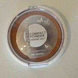 Produktbild zu Synergen Compact Powder für unreine Haut – Farbe: 03 Three
