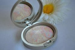 Produktbild zu Arabesque Illuminating Powder – Farbe: 50