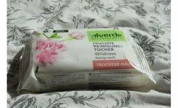 Produktbild zu alverde Naturkosmetik Feuchte Reinigungstücher Wildrose