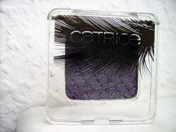 Produktbild zu Catrice Feathered Fall Luxury Eye Shadow – Farbe: C02 Plum Plumes (LE)