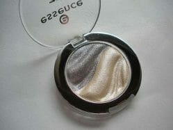 Produktbild zu essence 3D eyeshadow – Farbe: 07 irresistible fullmoon flash