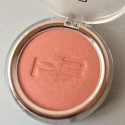 Produktbild zu p2 cosmetics glow touch compact blush – Farbe: 030 touch of peony