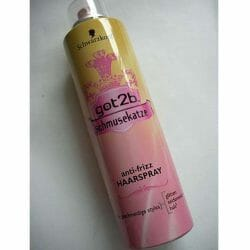 Produktbild zu Schwarzkopf got2b Schmusekatze Anti-Frizz Haarspray