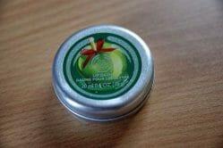 Produktbild zu The Body Shop Glazed Apple Lip Balm (LE)