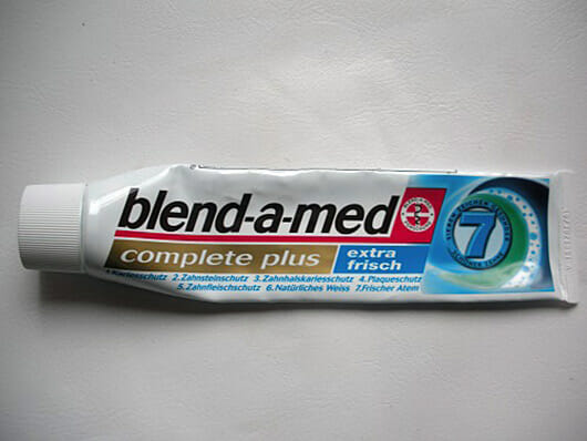 "blend-a-med complete plus ""extra frisch"" Zahncreme"