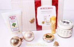 "Produktbild zu Burt's Bees Geschenkset ""Pampered Hands Kit"""