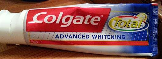 <strong>Colgate Total</strong> Advanced Whitening Zahncreme