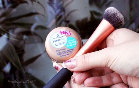 essence pure skin anti-spot mousse make-up, Farbe: 01 matt beige
