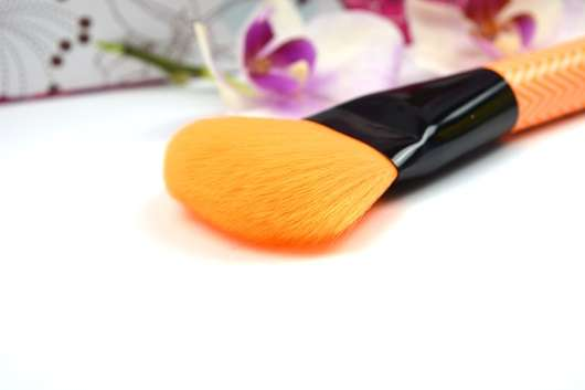 essence make me pretty powder & highlighter brush, 01 powder to the people (LE)
