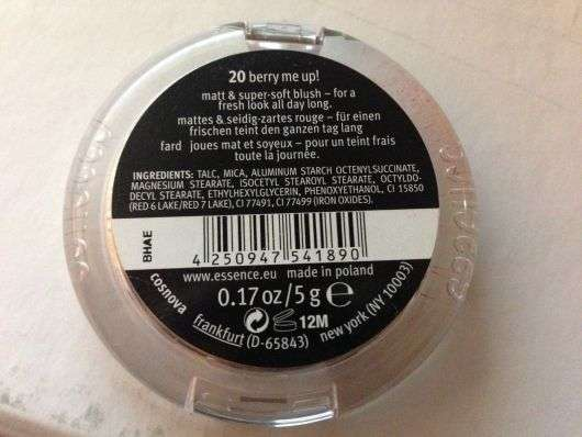 essence matt touch blus, Farbe: 20 berry me up!