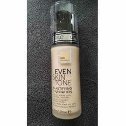 Produktbild zu Catrice Even Skin Tone Beautifying Foundation – Farbe: 010 Even Vanilla
