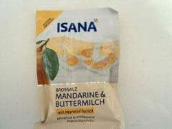 Produktbild zu ISANA Badesalz Mandarine & Buttermilch