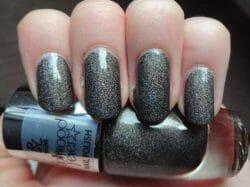 Produktbild zu Rival de Loop Young Hollywood Fever Nail Polish – Farbe: 01 glitz & glamour (LE)