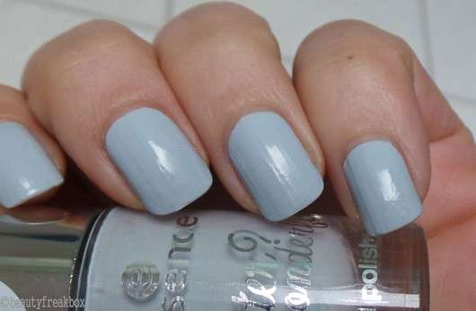 essence winter? wonderful! nail polish, Farbe: 02 the semi matt (LE)